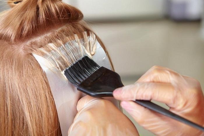Советы стилиста как правильно окрасить волосы в домашних условиях.