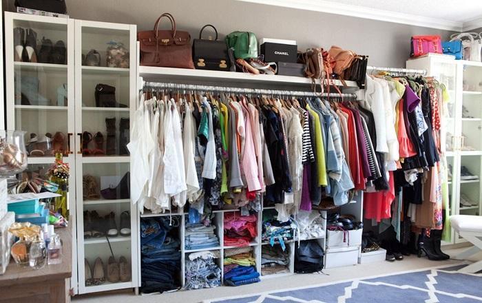 Несколько вещей в гардеробе, от которых стилисты советуют избавляться.