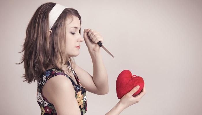 Признаки слишком влюбленной женщины.