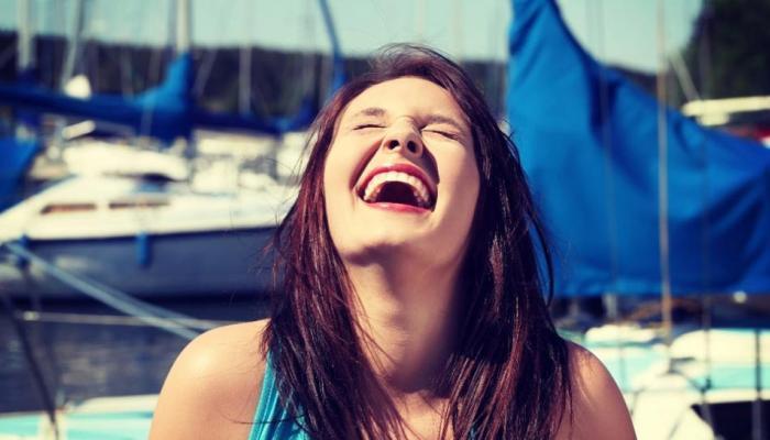 Какие черты характера женщины можно узнать по смеху?