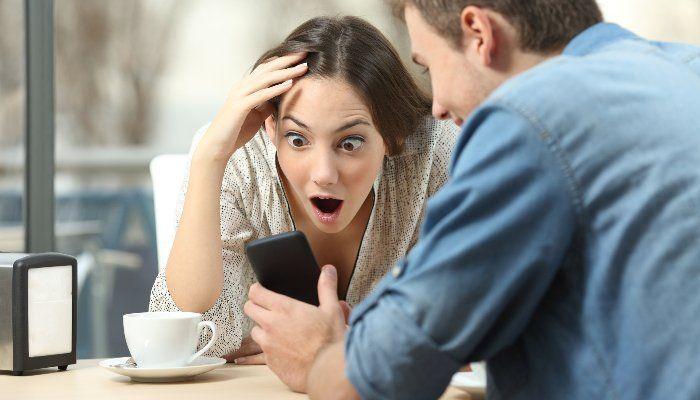 О чем может рассказать поведение с мобильным телефоном?