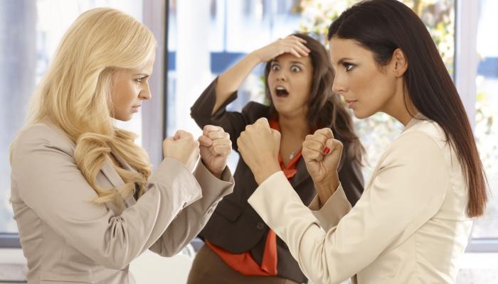 Как вести себя женщине в женском коллективе?