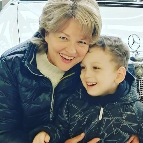 актриса с внуком