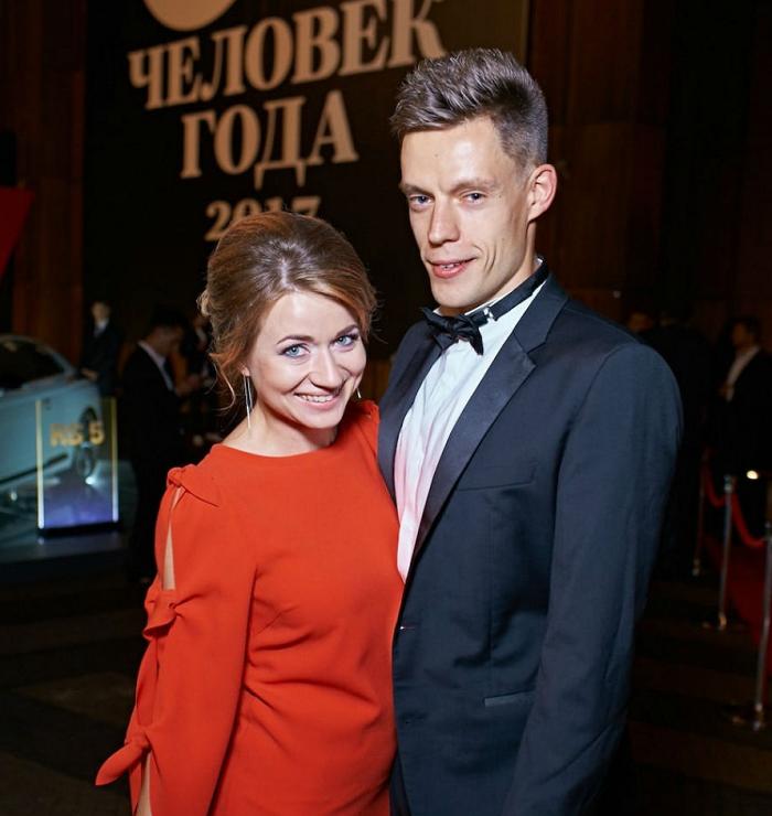 Как выглядит жена Юрия Дудя, и почему блогер усердно скрывает ее от поклонников?