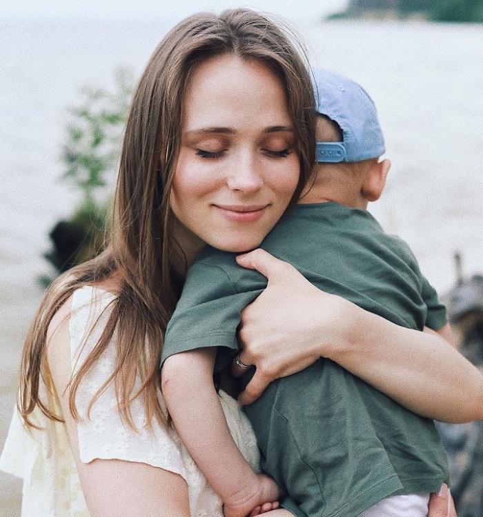 """Звезда сериала """"Сваты"""" Анна Кошмал впервые показала поклонникам своего красавчика-мужа."""