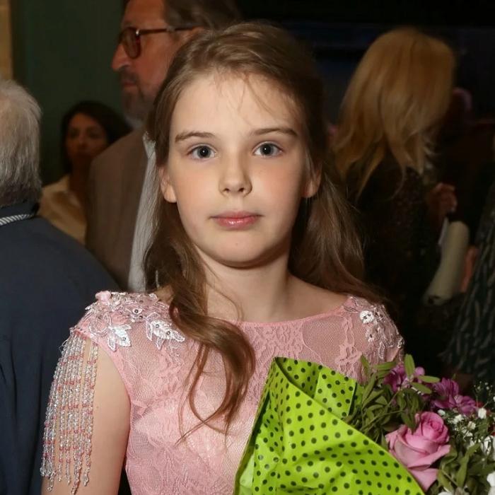 Повзрослевшая дочь Александра Абдулова восхитила поклонников своей красотой.