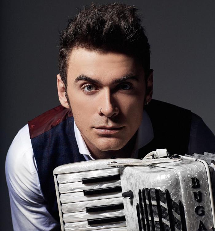 Чем сейчас занимается знаменитый аккордеонист-виртуоз, красавец Петр Дранга