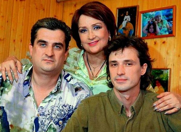 Зинаиде Кириенко было 27, а ее мужу 17. Это не помешало им обрести семейное счастье.