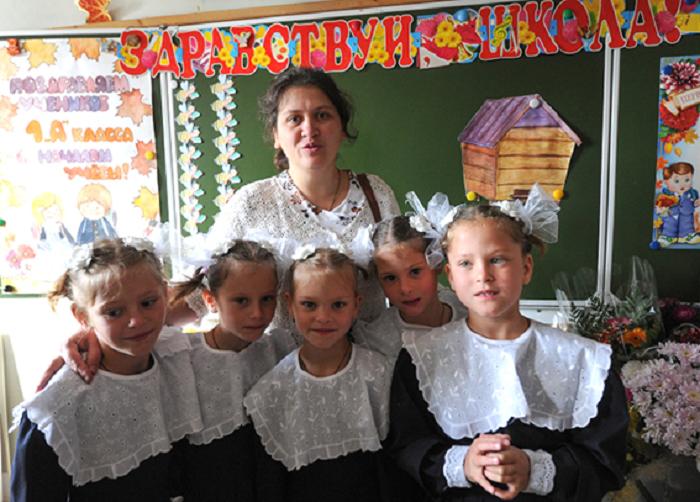 Как живет семья Артамкиных, у которых родились дочки-пятерняшки