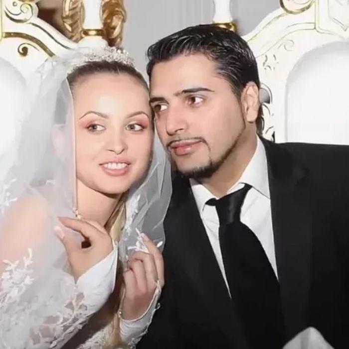 Александр Бердников женился по цыганским традициям на цыганке, которая родила ему 4 детей.