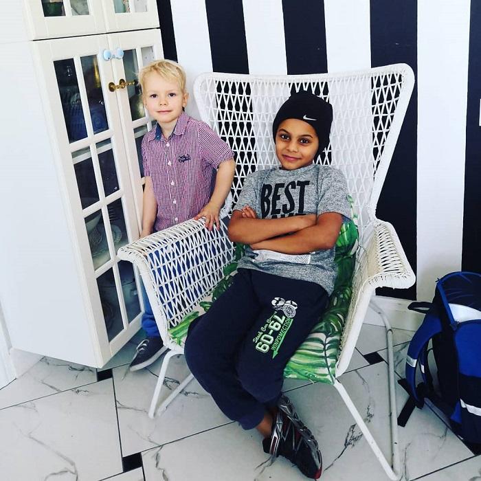 """Как выглядят два сына актрисы сериала """"Склифосовский"""" Евгении Лютой, одного из которых она родила от африканца."""