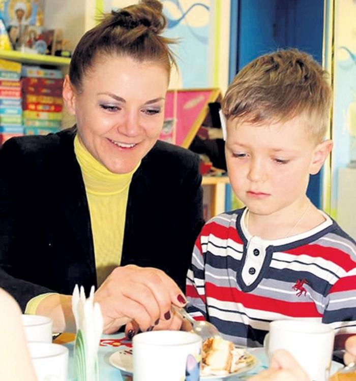 Семейная жизнь актрисы Анны Уколовой: Муж-бизнесмен, с которым познакомилась в клубе, и единственный сынок.