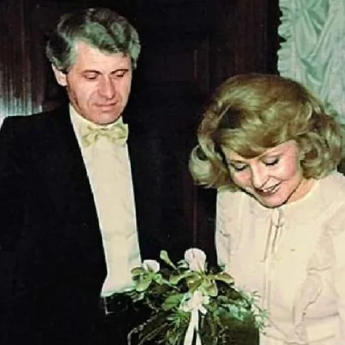 Бросила своего мужа после ради миллионера: Кто сегодня новый возлюбленный Ангелины Вовк, который младше ее на 25 лет.