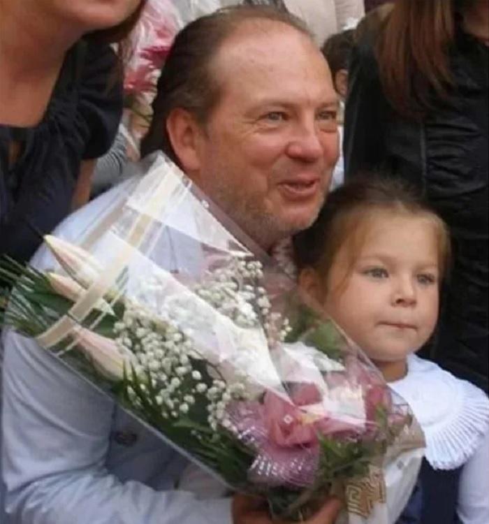 Ловелас Андрей Федорцов после множества бурных романов все-таки нашел свою жену, которая подарила ему двух дочерей