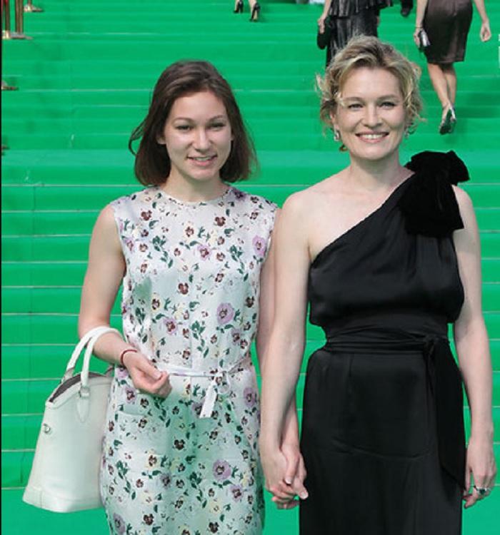 Как выглядит родная сестра знаменитой актрисы Виктории Толстогановой, которой не везет в актерской профессии.