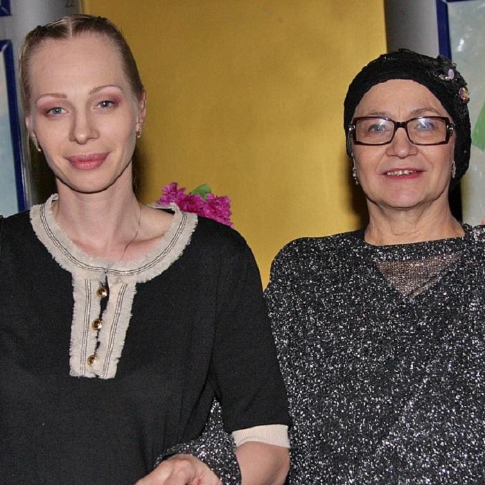 Не стала актрисой: Судьба дочери Нины Руслановой, которой в 90-е приходилось продавать сувениры, а все деньги отдавать маме.
