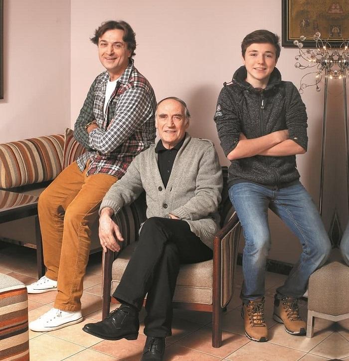 Алина и Александр Лазаревы: Они пронесли свою любовь через года и родили двух детей, несмотря на испытания.