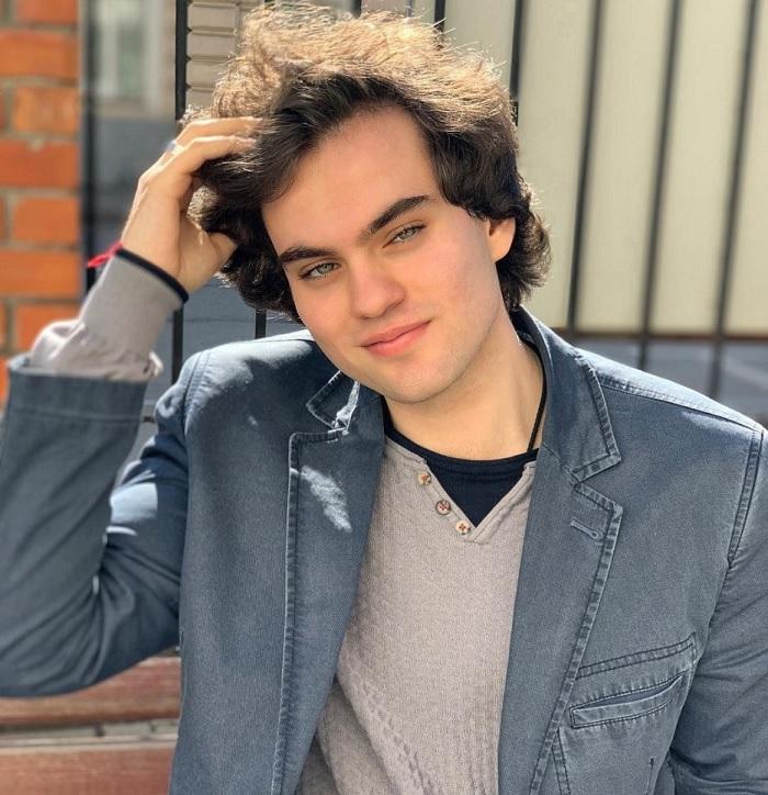 Как выглядит приемный сын-певец Филиппа Киркорова, у которого сердце находится с правой стороны