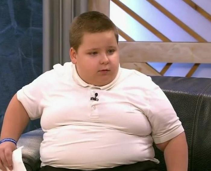 """Как изменилась жизнь Ярослава Мохова, героя передачи """"Пусть говорят"""", который в 7 лет весил 80 кг"""
