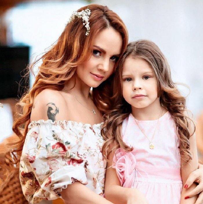Как выглядят две дочки певицы МакSим, которые рождены от разных отцов