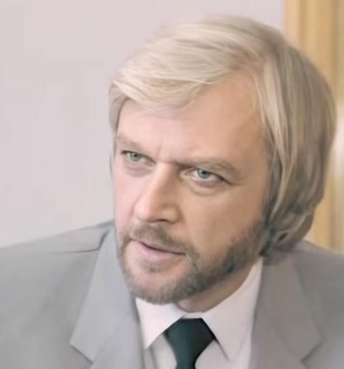 Александр Мартынов – отец Анатолия Руденко, от которого он унаследовал внешность красавчика
